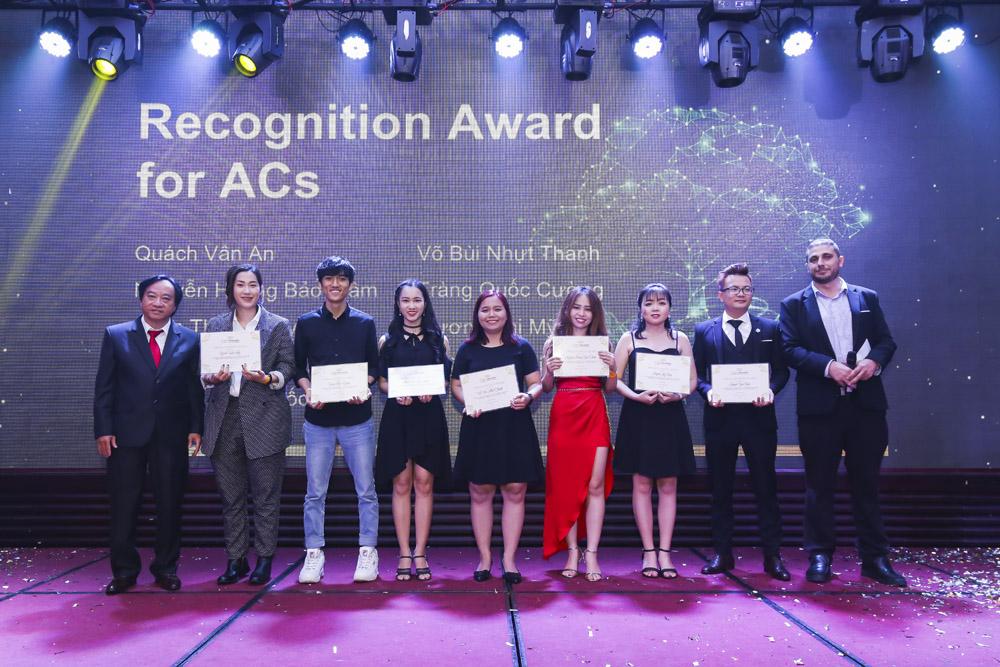 Các giải thưởng dành cho các bạn AC (nhân viên học vụ) có thành tích tốt trong năm